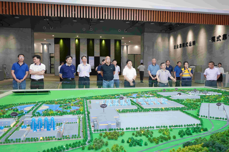 广西来宾市人大常委会一行到贺州考察碳酸钙产业发展情况