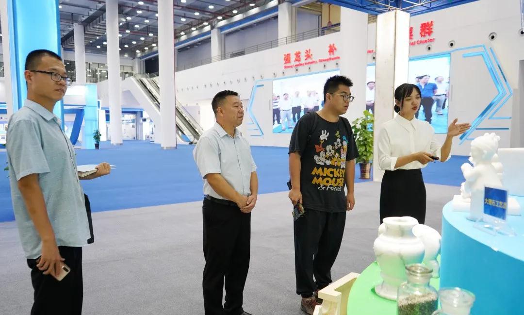中央采访团走进广西贺州,人民日报记者点赞碳酸钙产业